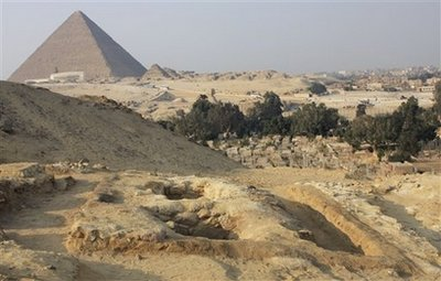 Newly-discovered tombs of workers are seen, with the Great Pyramid in background, in Giza, Egypt. Egyptian archaeologists have discovered a new set of tombs of the workers who built the great pyramids, shedding new light on how the laborers lived and ate more than 4,000 years ago.